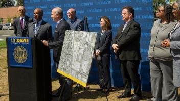 Chancellor May and Mayor Steinberg join to announce that the Aggie Square initiative is moving forward.