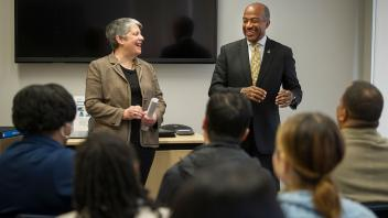 Chancellor May and UC President Janet Napolitano speak to a group of prospective graduate students for the inaugural UC Davis Envision Program.