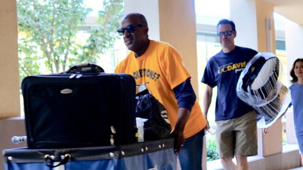 UC Davis Chancellor Gary May helps with Move-in Weekend